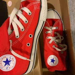Almost new red converse sneakers